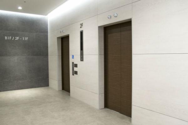 enelabo-elevator-stop01