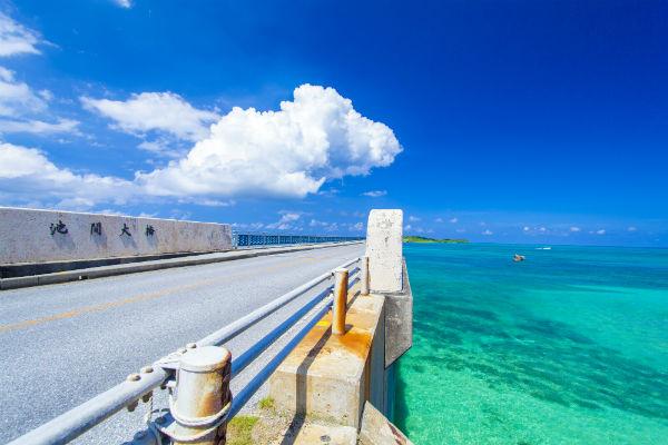 宮古島:徒歩でも渡れる「池間大橋」