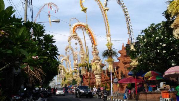 バリ島:「ガルンガン」と「クニンガン」のペンジョール