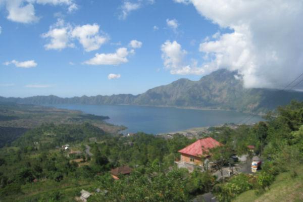 バリ島:バトゥール湖