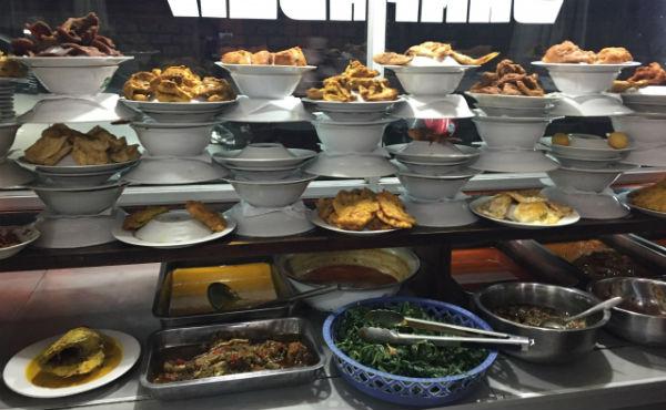 バリ島の食堂「ワルン」