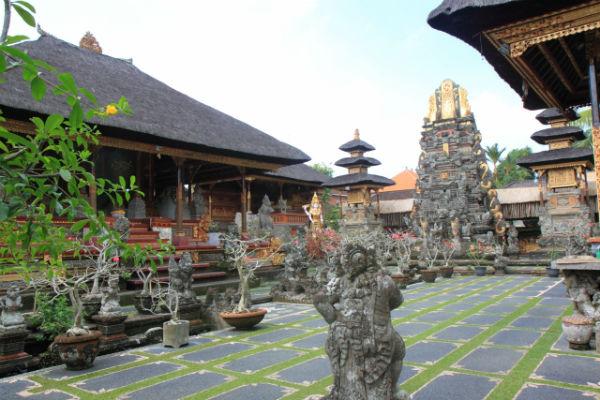 バリ島:サラスワティ寺院