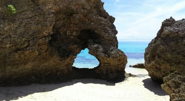 池間島:「イキヅービーチ」の「ハート岩」