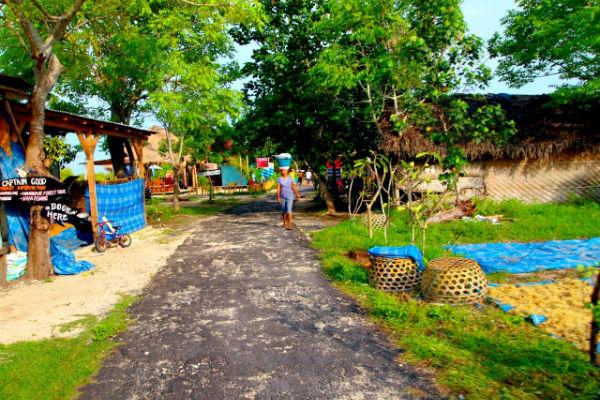レンボンガン島の村